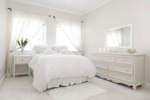 белый интерьер в спальне